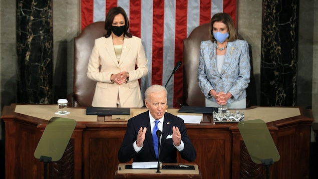 """In front of Congress, Joe Biden announces that America is """"moving again"""""""