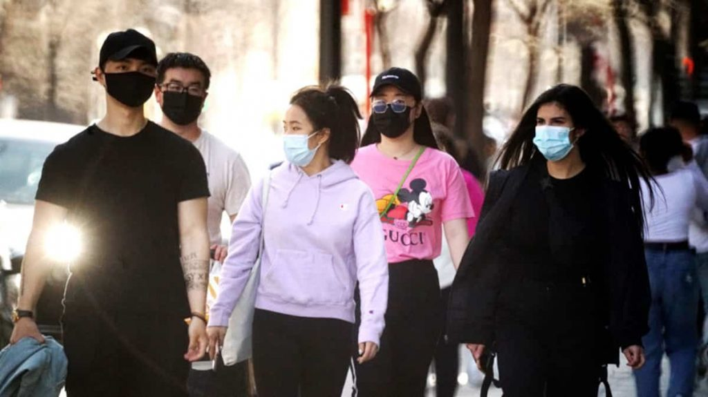 Are masks necessary outdoors?  The experts ask