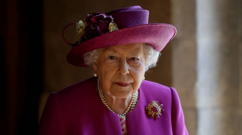 """Elizabeth II was """"deeply moved"""" by the letters she received on the occasion of her first birthday without Philip"""