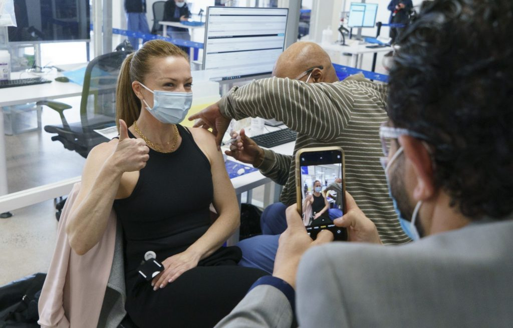 More Quebec women are hesitating to get vaccinated