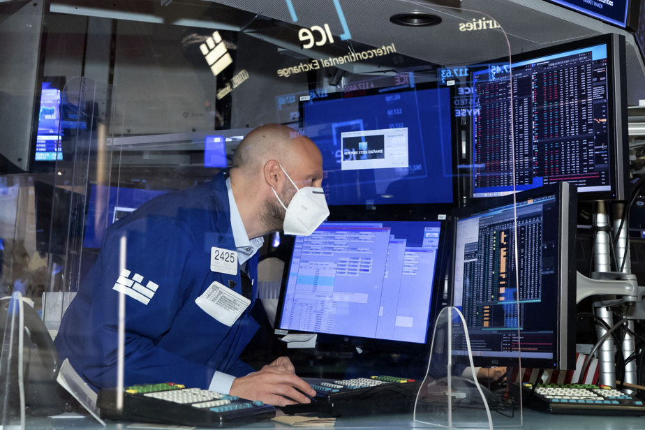 Wall Street ends with no clear direction after earnings from some of the banks