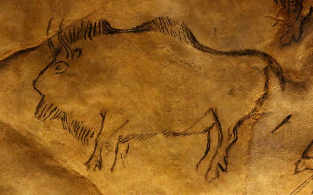 Un bison dessiné sur une paroi de la grotte de Niaux. © Claude Valette, Flickr