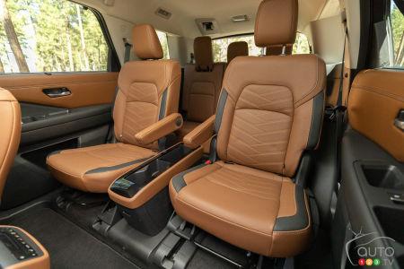 Nissan Pathfinder 2022, second row captain seats