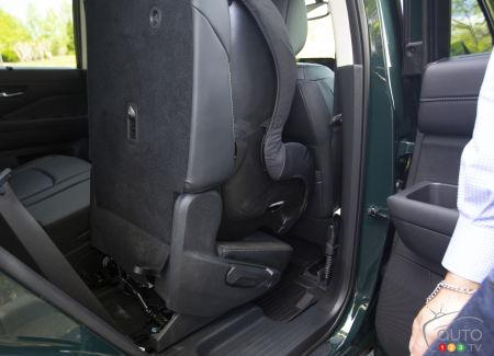 Nissan Pathfinder 2022, seat, wheelchair