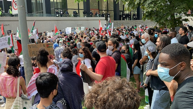 Pro-Palestine demonstration in front of the US and Israeli consulates in Montreal