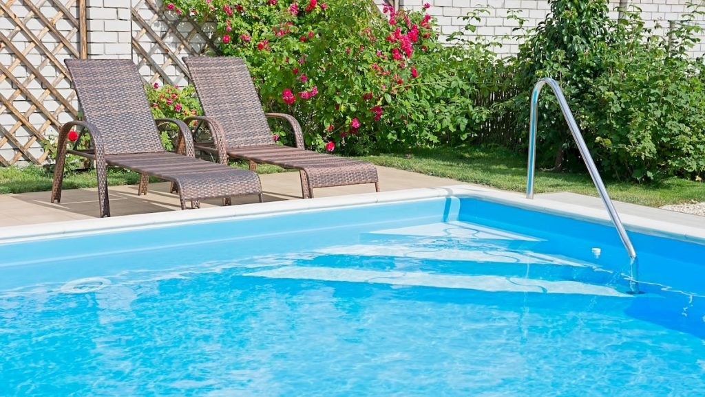 Access to swimming pools established before November 1, 2010 ends