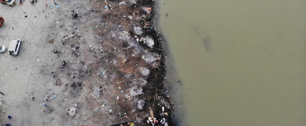 India: Dozens of suspected COVID-19 deaths sweep across the Ganges