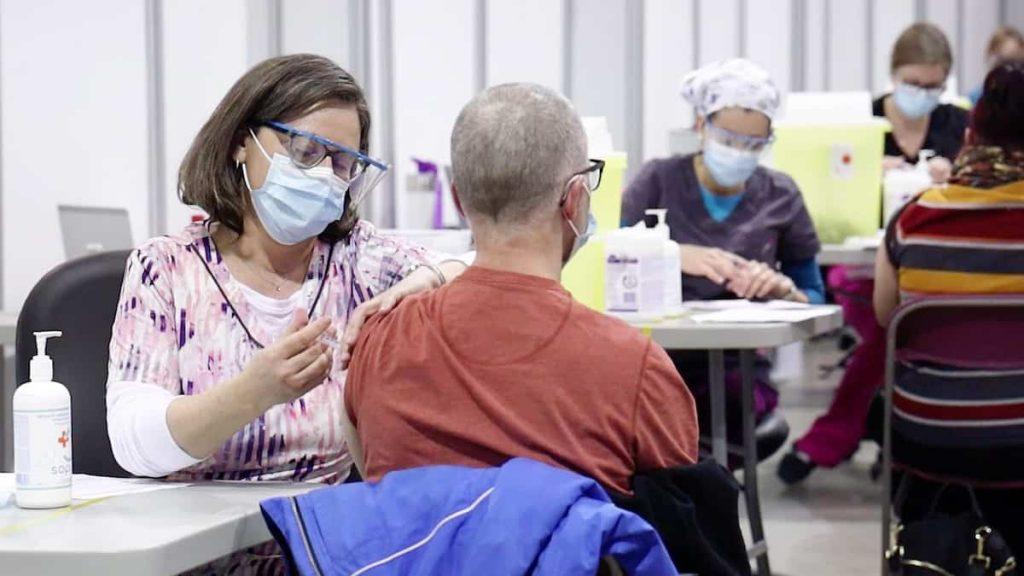 Pay inequality among vaccinators