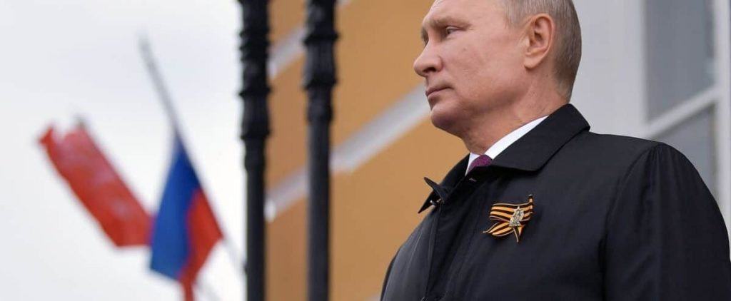 """Putin promises to """"break the teeth"""" of those attacking Russia"""
