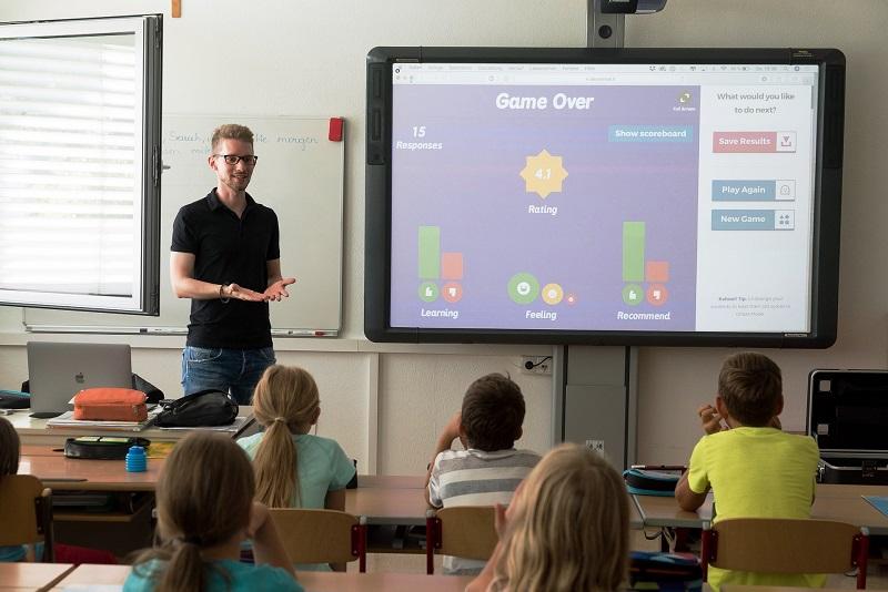 Teaches in Australia from kindergarten
