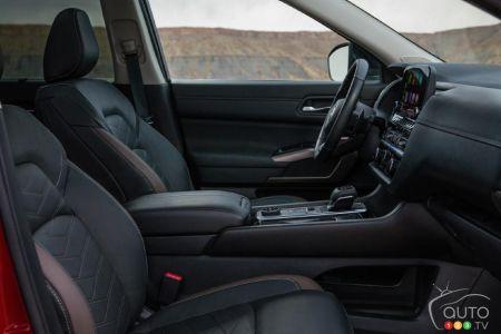 Nissan Pathfinder 2022 first row