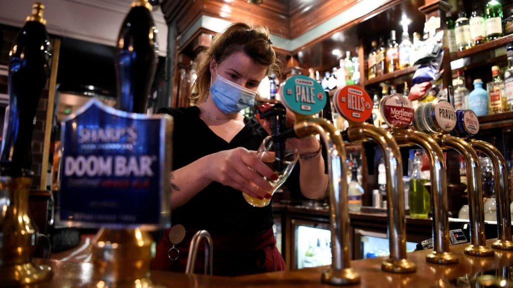 UK pubs border on beer shortages due to rising demand