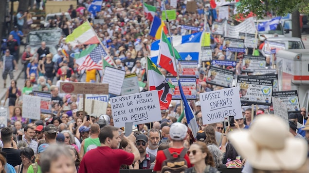 Thousands of opponents of health measures on the streets of Montreal
