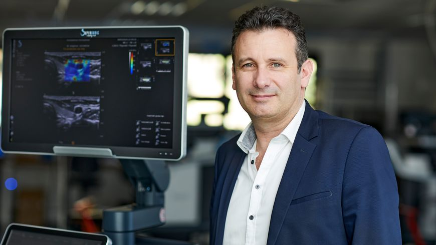 Mickaël Tanter, avec son équipe, a mis au point un échographe ultra rapide qui permet de réduire le nombre de biopsie dans la détection de cancers.