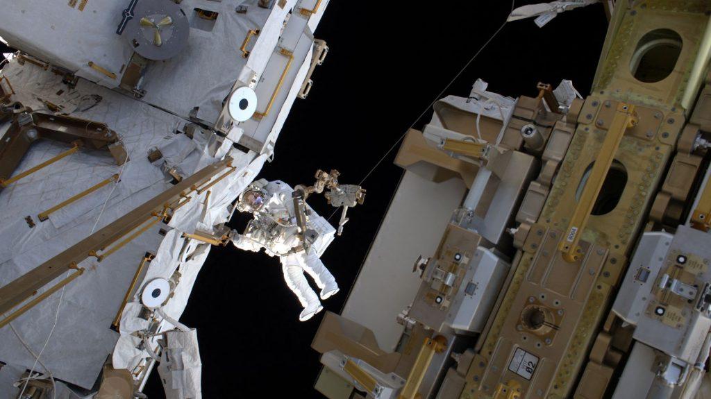 A third spacewalk by Thomas Bisquet