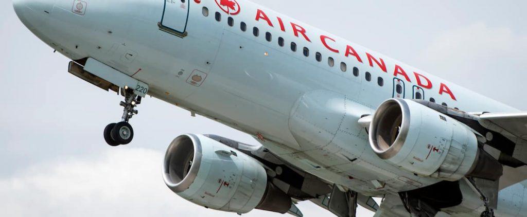 Air Canada: Top executives give up bonuses