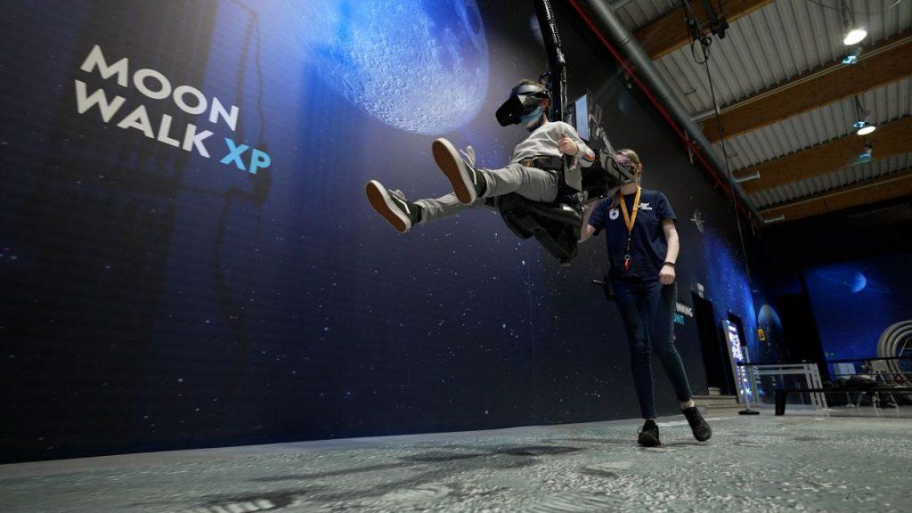 Armelle, Gatien and Douglas visit the European Space Center