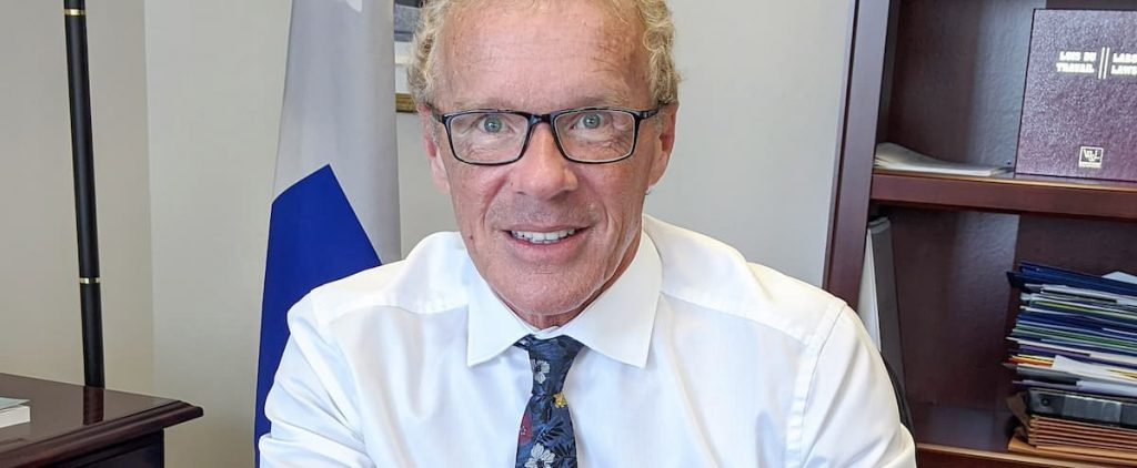 Boulet considers salary increases not necessary