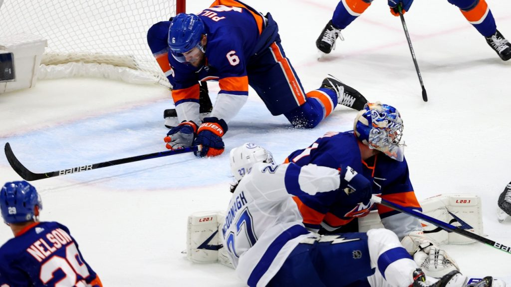NHL: Ryan Pulock improvises as goalkeeper and saves Islanders, who win 3-2