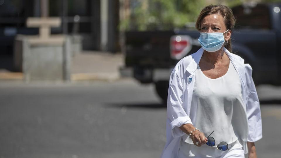 FIQ President Nancy Bedard outside wears a mask.