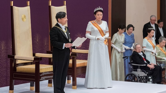 """The emperor of Japan is """"worried"""" about holding the Olympics 