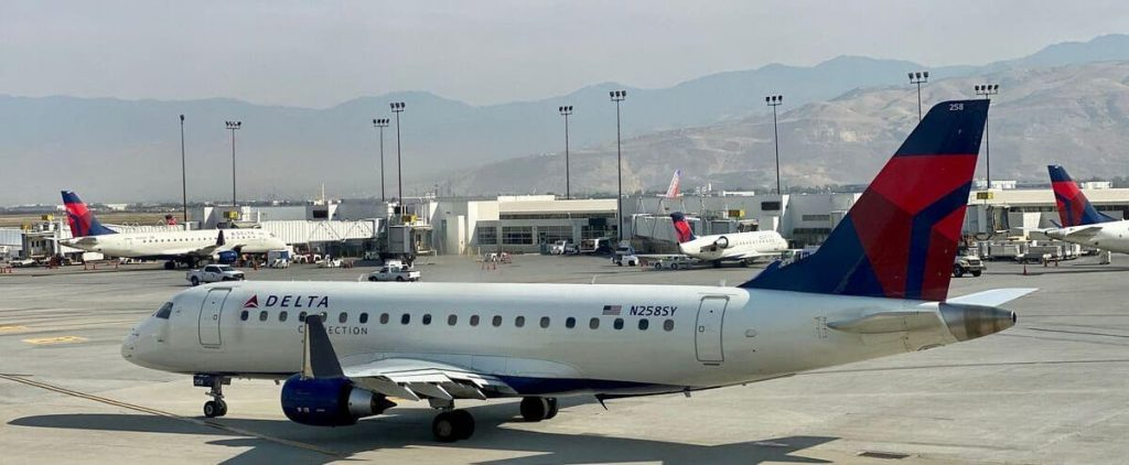 United States: Passenger tries to storm cabin
