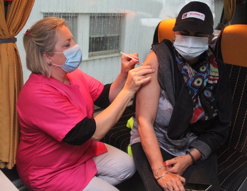 """LE CREUSOT: thanks to """"Vacci'bus"""" 70 employees of Alstom . have been vaccinated"""