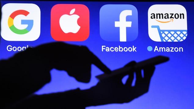Apple and Google apps dominate in smartphones