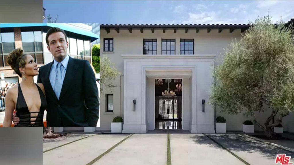 Jennifer Lopez visits a stunning mansion with Ben Affleck