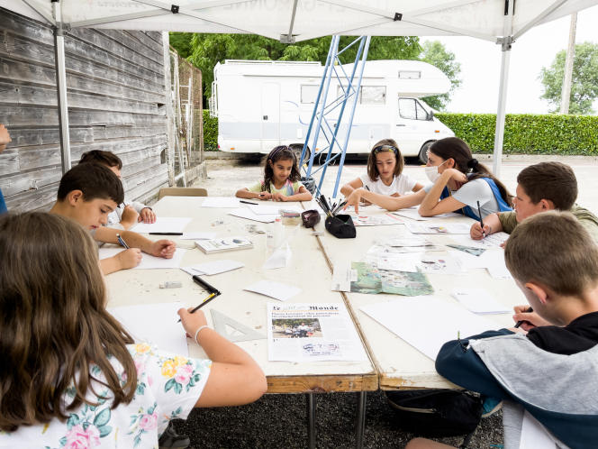 The Children's Editorial Team organizes every year, and welcomes groups of children from 5 to 17 years old in the morning and afternoon, who, for one, two or three days (approximately), become confirmed journalists.