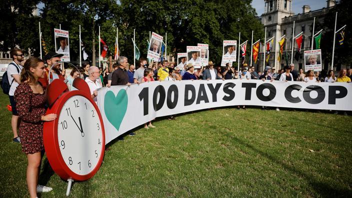 Des manifestants sur la place du Parlement à Londres le 23 juillet 2021 pour protester contre la politique climatique du gouvernement, à l