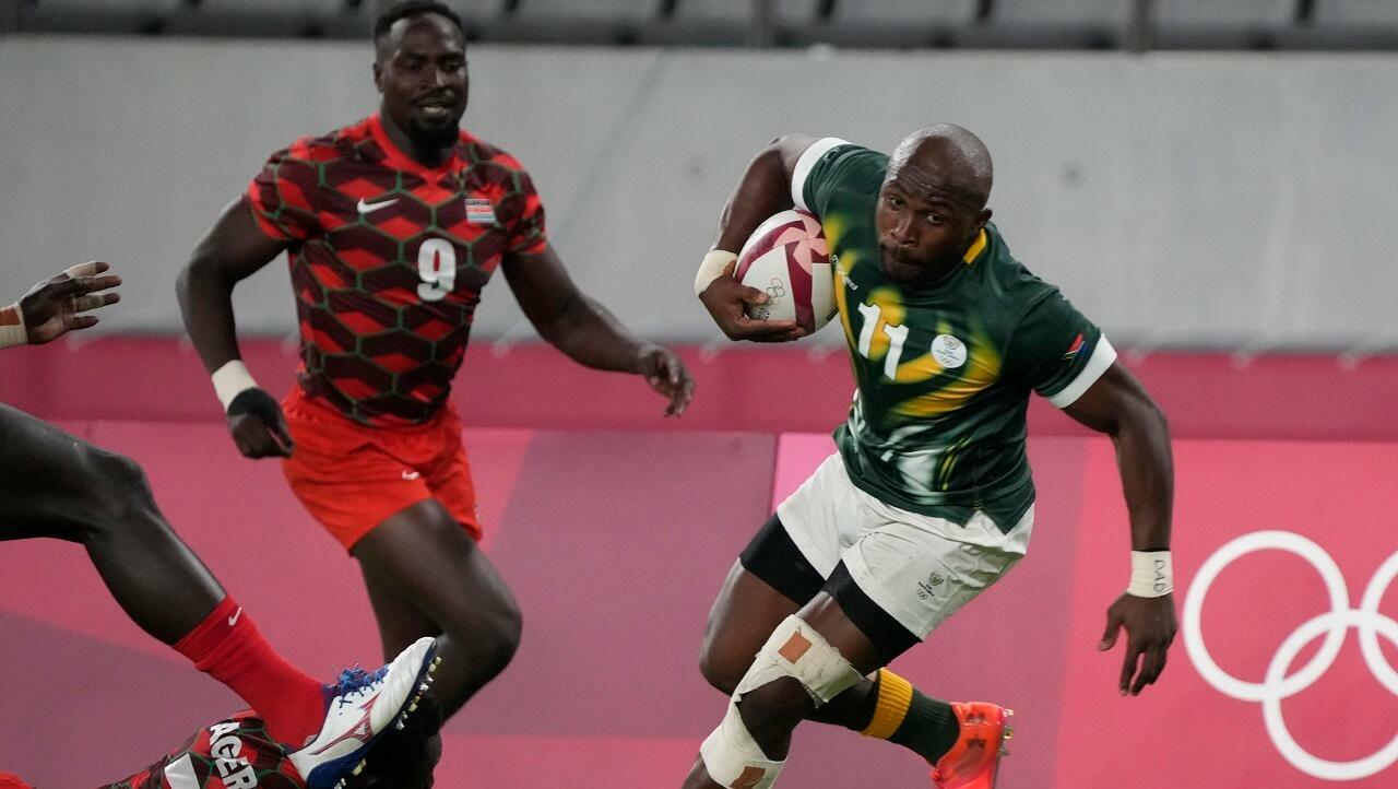 South Africa's Siphiwe Swiswabi (right) faces Kenya's Nelson Oyo on July 26, 2021 during the Olympic Games in Tokyo.