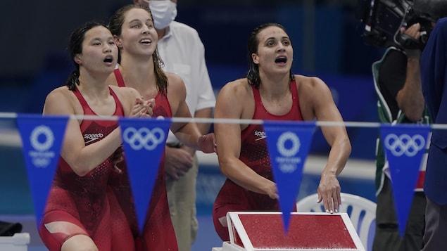 L'athlète canadienne lève sa dérive légèrement pour augmenter la vitesse de son bateau.
