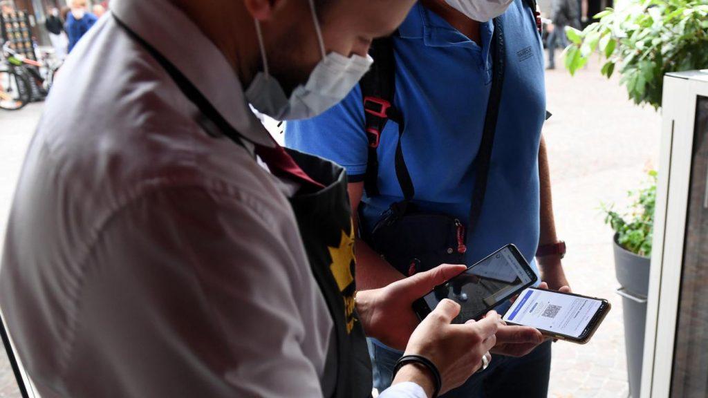 Depuis l'apparition des passeports vaccinales, les alertes à la fraude ne cessent de se multiplier. PHOTO : BAZIZ CHIBANE / LA VOIX DU NORD