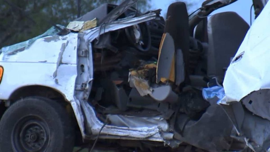 At least 10 dead in pickup truck crash in Texas