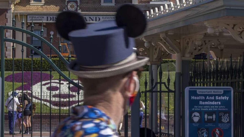 Disney orders a vaccine for its employees