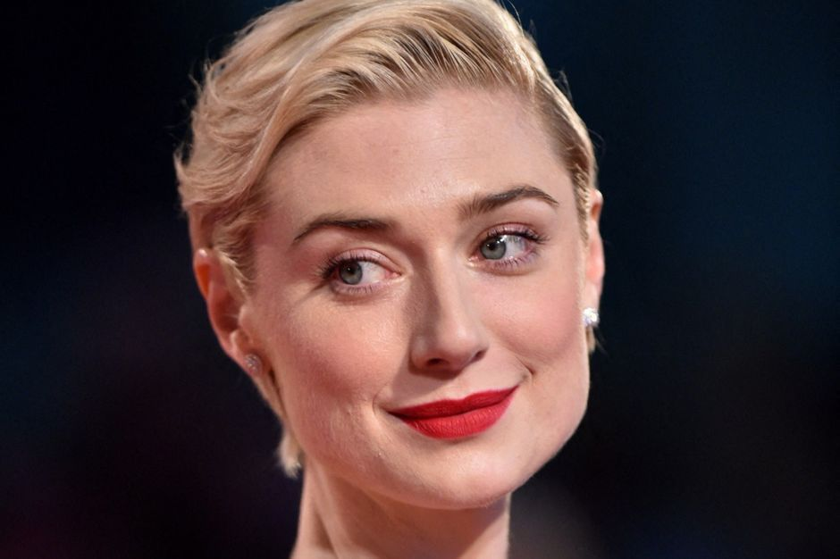"""Elizabeth Debicki carbon copy of Diana in an image from the series """"The Crown"""" season 5"""