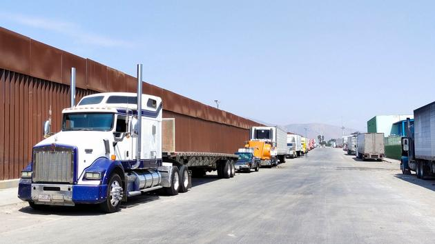 Govt closes the border between Mexico and the United States