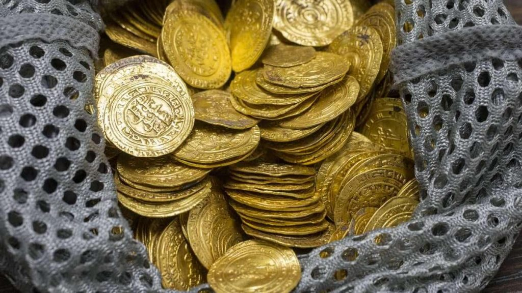 He found more than 5,000 gold coins and would only be able to keep 19 coins