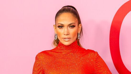 Jennifer Lopez, 52, flaunts her abs in concrete and shocks the web