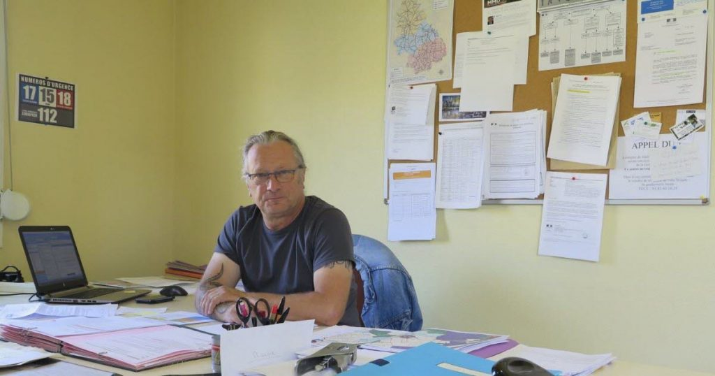 Office and space in the General Secretariat of Mayor Jean-Luc Lelivre