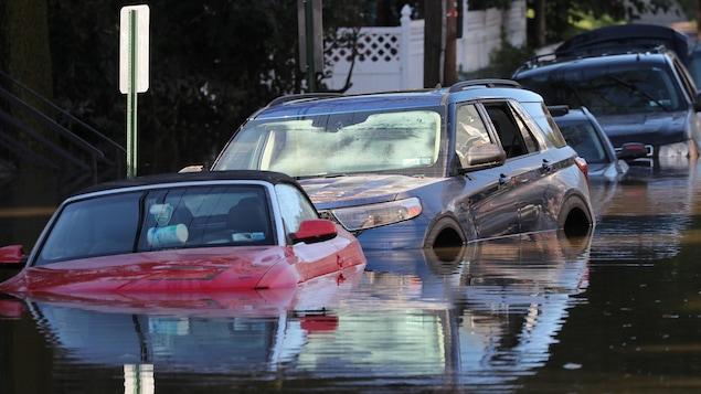 Ida: Heavy rain kills about 20 people in Northeast America