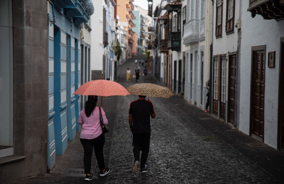 A rain of ash falls on Santa Cruz de la Palma
