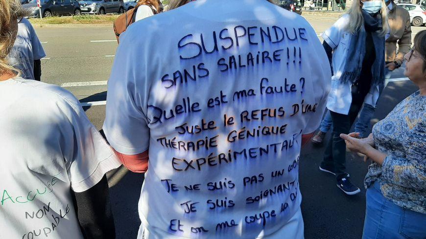 Une vingtaine de soignants se sont rassemblés devant l'Agence régionale de santé au Mans