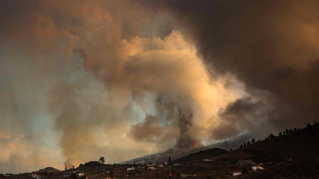 Canaries: 100 homes destroyed, 5,500 people evacuated