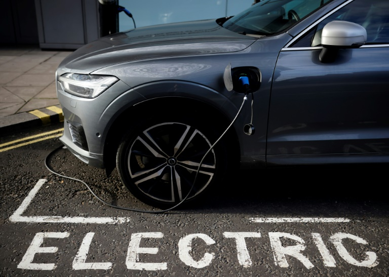 Shell wants to install 50,000 charging points for electric cars in the UK