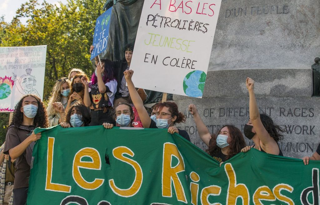 Thousands of Quebecers take to the streets to demand more climate ambition
