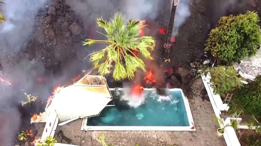 Watch amazing photos of the volcanic eruption in the Canary Islands
