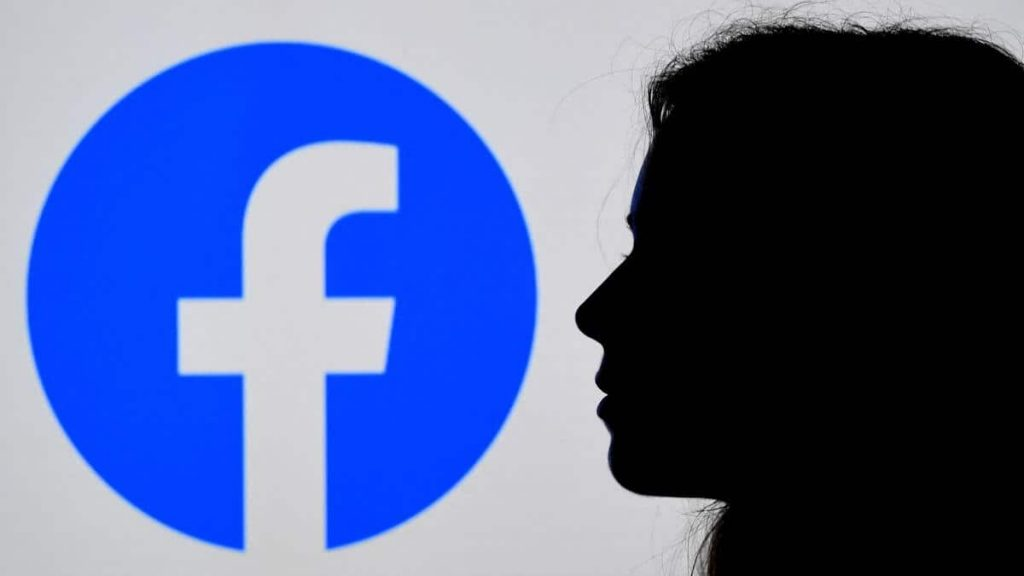 Facebook announces new difficulties in accessing its services